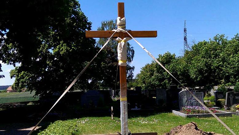 Neues Friedhofskreuz